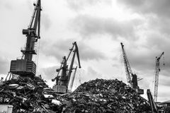 Recycling, ladende schroot stock foto