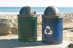 Recycling op het strand Stock Foto