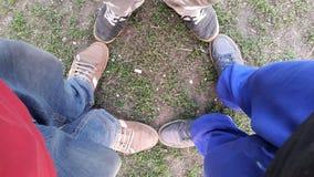 recycling pictogram van het recycling van oude schoenen wordt gemaakt die Stock Afbeeldingen