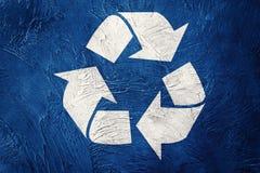 Recycling-Symbol auf Schmutzhintergrund Abbildung der roten Lilie Lizenzfreie Stockfotografie