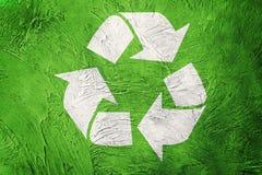 Recycling-Symbol auf Schmutzhintergrund Abbildung der roten Lilie Stockfotos