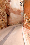 Red alley - Roussillon Stock Image