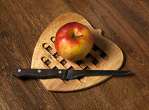Red apple. On a chopping board Royalty Free Stock Photo