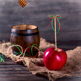 Red Apple and a barrel with honey Royalty Free Stock Photos