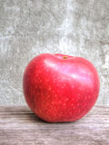 Red apple on grunge background Royalty Free Stock Image