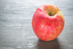 Red apple on the table Royalty Free Stock Photography