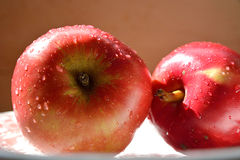 2 Red apples Royalty Free Stock Images