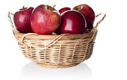 Red apples in the basket Royalty Free Stock Photos