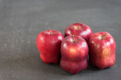 Red apples on grunge background Royalty Free Stock Images