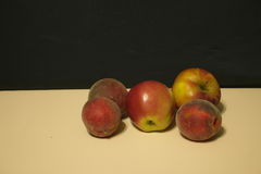 Red apples and peaches Royalty Free Stock Photography