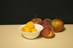 Red apples and peaches Royalty Free Stock Photos
