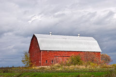 Red barn, American countryside Royalty Free Stock Photos