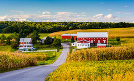 Free Red Barn And House Along A Country Road Near Winterstown, Pennsylvania. Stock Photos - 47847103