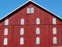 Old red barn and blue sky Royalty Free Stock Photos