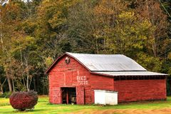 Red Barn Feed And Seed stock photography