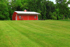 Red Barn Green Lawn Royalty Free Stock Images