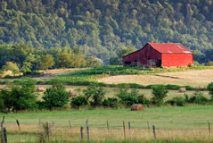 Red barn and pasture land Royalty Free Stock Photos