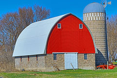 Red Barn with a Silo Royalty Free Stock Photos