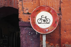 Red bicycle sign on a pole, Marrakech town centre, Morocco Royalty Free Stock Photos