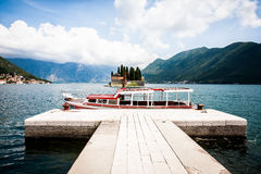 Red boat docked on the island Royalty Free Stock Photography