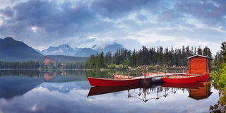 Red boat on the lake Royalty Free Stock Photos