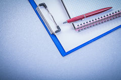 Red brio pen checked reminder note pad office concept Royalty Free Stock Photos
