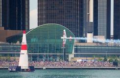 Red Bull überwachen, Rennen zur Sprache zu bringen Lizenzfreies Stockfoto
