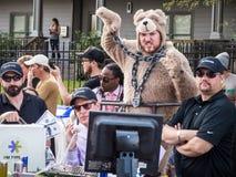Red Bull που συναγωνίζεται την ομάδα με την αρκούδα στοκ φωτογραφίες με δικαίωμα ελεύθερης χρήσης