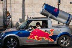 Red Bull annonseringbil Arkivfoto