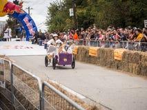 Red Bull-Blokkenwagenraceauto Stock Foto's