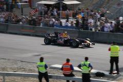 Red Bull emballant le véhicule de chemin Photographie stock libre de droits
