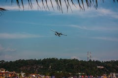 Red Bull flygshow 11'. Unawatuna. Sri Lanka Arkivfoto