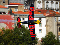 Red Bull-Luft-Rennen Porto 2009 Peter Besenyei wings Stockbilder