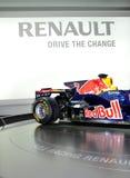 Red Bull que compite con el coche F1 en IAA Francfort 2011 imagen de archivo