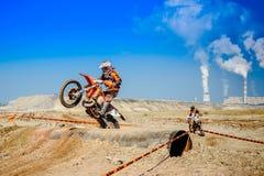 Red Bull 111 watt mega: Motocross e corsa dura di enduro Immagini Stock Libere da Diritti