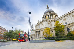 Red Bus and St. Paul's Cathedral Stock Photography