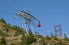 Red cable car in the mountains Royalty Free Stock Photography