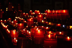 Red candles in church. Forming converging lines Royalty Free Stock Photos