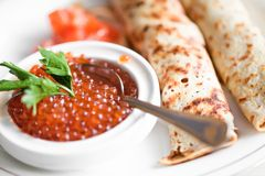 Red caviar with pancakes Royalty Free Stock Photos