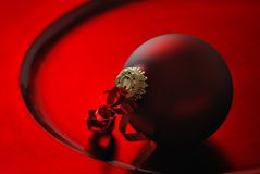 Red Christmas bauble Royalty Free Stock Photos