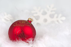 Red christmas bauble in the snow Royalty Free Stock Images