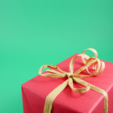 The red Christmas gift box with brown paper ribbon bow Royalty Free Stock Photos
