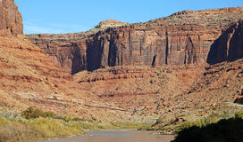 Red cliffs on Colorado river Royalty Free Stock Photos