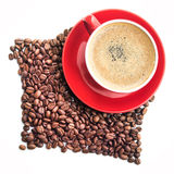 Red coffee cup and roasted beans Royalty Free Stock Photos