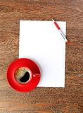 Red coffee cup on white blank Royalty Free Stock Photos