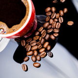 Red cup of coffee with coffee beans Royalty Free Stock Photography