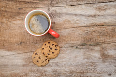 Red cup of coffee and cookies Royalty Free Stock Photos