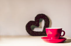 Red cup and heart of the coffee beans Royalty Free Stock Photography
