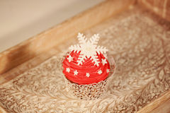 Red cupcake on wooden plate Stock Photography