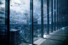Red de Blockchain en fondo borroso de los rascacielos Concepto financiero de la tecnología y de la comunicación imagen de archivo
